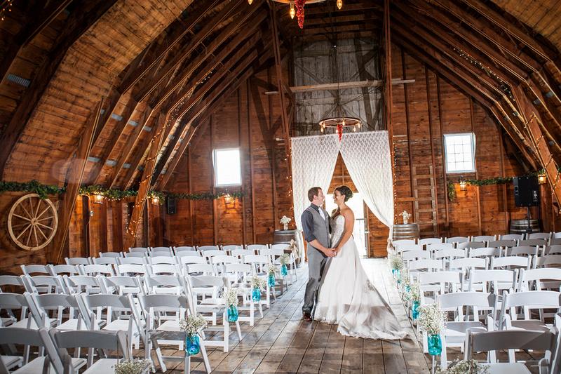 Islands Summer Wedding At Ti Winerybeautiful Barn In The 1000 Alexandria Bay Ny